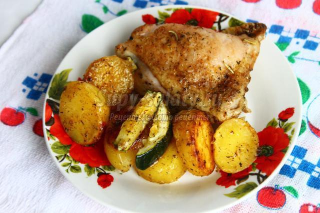 Мясо с картошкой и кабачками в горшочках в духовке